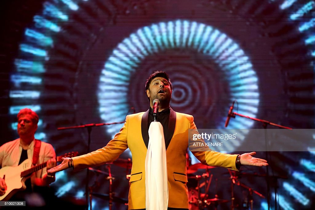 Iranian pop singer Mohammad Alizadeh performs on stage during the 31th Fajr International Music Festival in the capital Tehran, on February 13, 2016. / AFP / ATTA KENARE