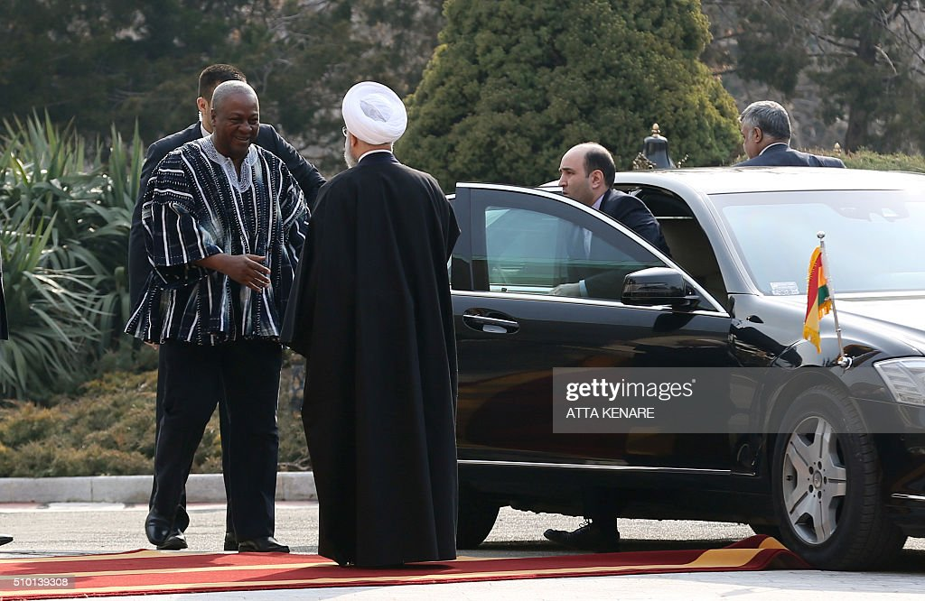 Iranian President Hassan Rouhani (R) welcomes Ghana's president John Dramani Mahama during a ceremony before a meeting at the Saadabad Palace on February 14, 2016 in Tehran. / AFP / ATTA KENARE