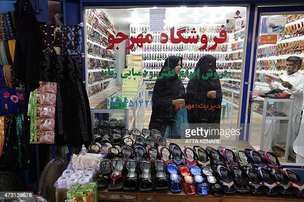 Iranian women shop in the old bazaar in the southern Iranian coastal city of Chabahar on May 13 2015 AFP PHOTO/ ATTA KENARE