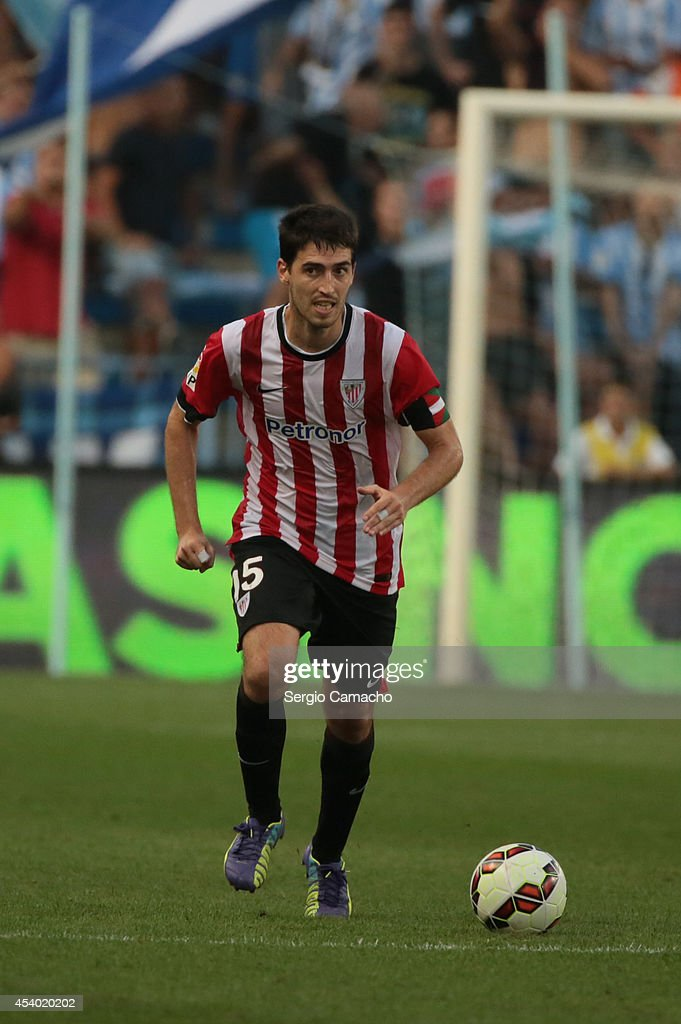 Iraola of Athletic Club Bilbao runs whit the ball during the La Liga match between Malaga CF and Athletic Club Bilbao at La Rosaleda Stadium on August 23, 2014 in Malaga, Spain.