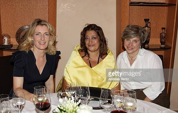 Iraqi architect Zaha Hadid actress Maria Furtwaengler and DLDwomen founder Steffi Czerny attend the DLDwomen private dinner hosted by Hubert Burda on...