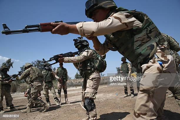 Iraqi Army recruits train with US Army trainers at a military base on April 12 2015 in Taji Iraq US forces currently operating in 5 large bases...