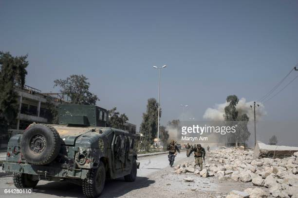 Iraqi Emergency Response Division officers run from an Islamic State mortar attack near the ISoccupied Mosul Airport in west Mosul Iraq February 23...