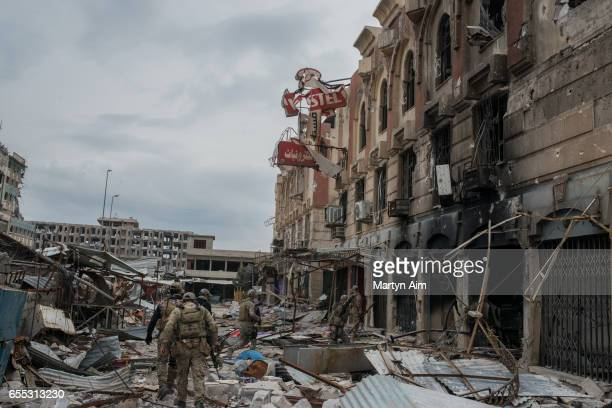 Iraqi Emergency Response Division soldiers advance into Bab alTob a neighbourhood in the Old City of west Mosul part of the offensive to retake the...