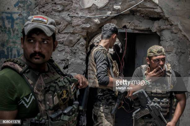 Iraqi Emergency Response Division troops in the Islamic State pull back to their position after an Islamic State militant grenade attack in the...