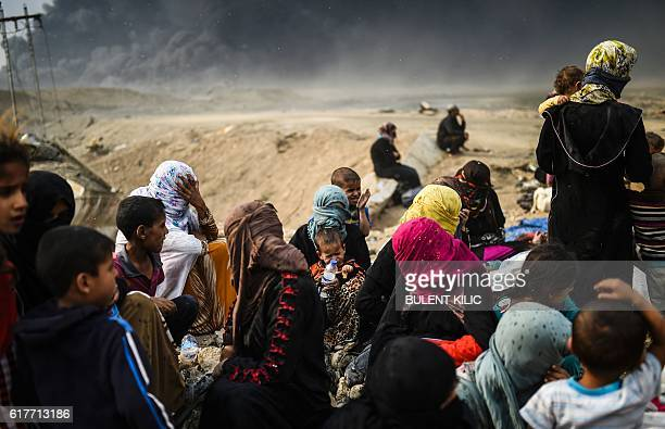 TOPSHOT Iraqi families who were displaced by the ongoing operation by Iraqi forces against jihadists of the Islamic State group to retake the city of...