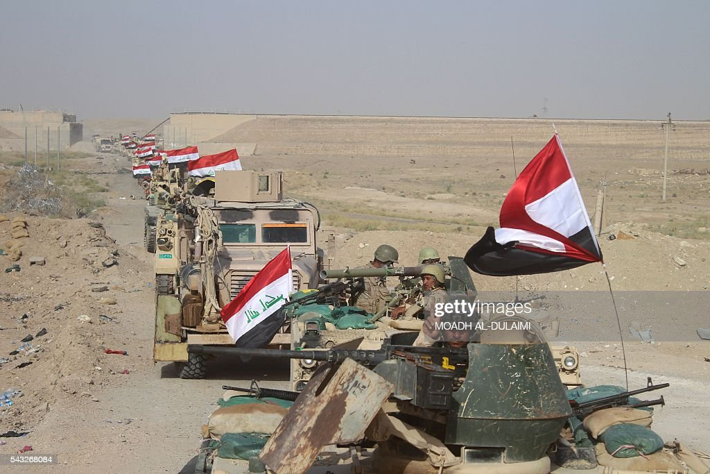 Iraqi government forces are seen near the Falahat village west of Fallujah on June 27, 2016. Iraqi forces took the Islamic State group's last positions in the city of Fallujah on June 26, establishing full control over one of the jihadists' most emblematic bastions after a month-long operation. / AFP / MOADH