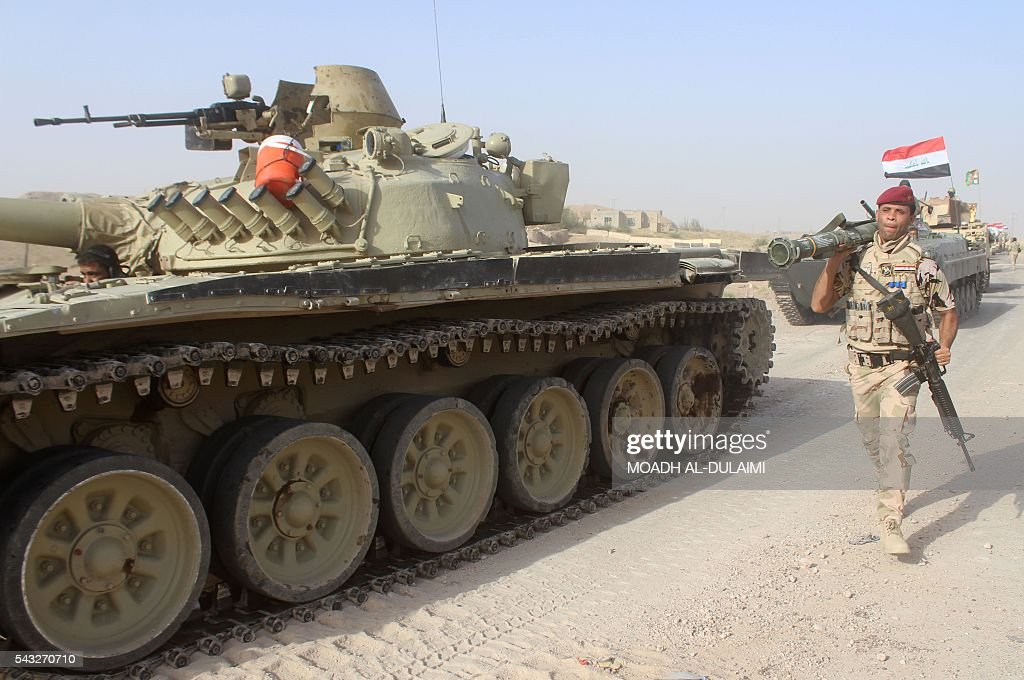 Iraqi government forces are seen with tanks near the Falahat village west of Fallujah on June 27, 2016. Iraqi forces took the Islamic State group's last positions in the city of Fallujah on June 26, establishing full control over one of the jihadists' most emblematic bastions after a month-long operation. / AFP / MOADH