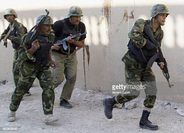 Iraqi Interior Ministry commandos of alBarq Brigade run as they conduct housetohouse searches September 12 2005 in Tall Afar 93 miles east the Syrian...