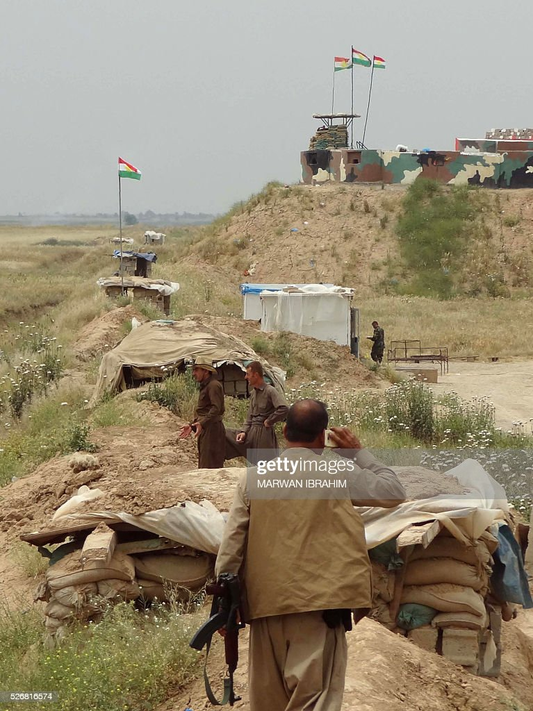 Iraqi Kurdish and Turkmen Shiite forces from the Popular Mobilisation units guard a base on May 1, 2016 on the outskirts of the northern Iraqi town of al-Bashir after they recaptured the town from the control of the Islamic State (IS) group. Pressure for an operation to retake the town had grown in March after IS launched a chemical attack from Bashir on the nearby town of Taza that killed at least three children. / AFP / Marwan IBRAHIM