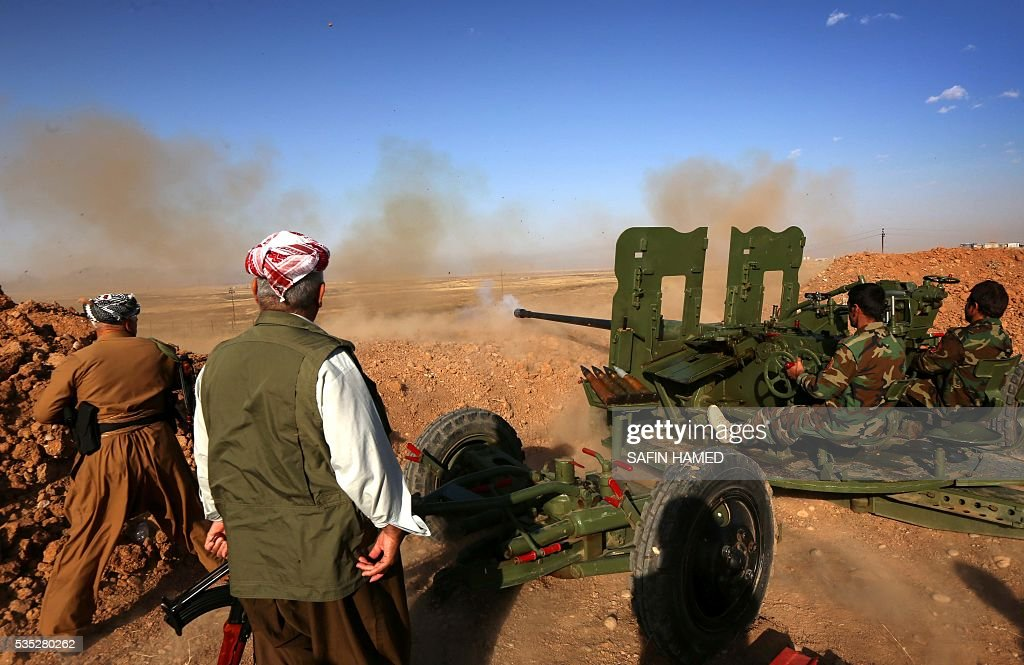 Iraqi Kurdish Peshmerga fighters fire an anti-tank cannon on the front line near Hasan Sham village, some 45 kilometres east of the city of Mosul, during an operation aimed at retaking areas from the Islamic State group on May 29, 2016. The 'peshmerga-led ground offensive, backed by international coalition warplanes' started before dawn, the Kurdistan Region Security Council (KRSC) said. The fresh push against the jihadist organisation comes a week after Iraqi forces launched an operation against Fallujah, IS's only other major urban hub in Iraq. / AFP / SAFIN