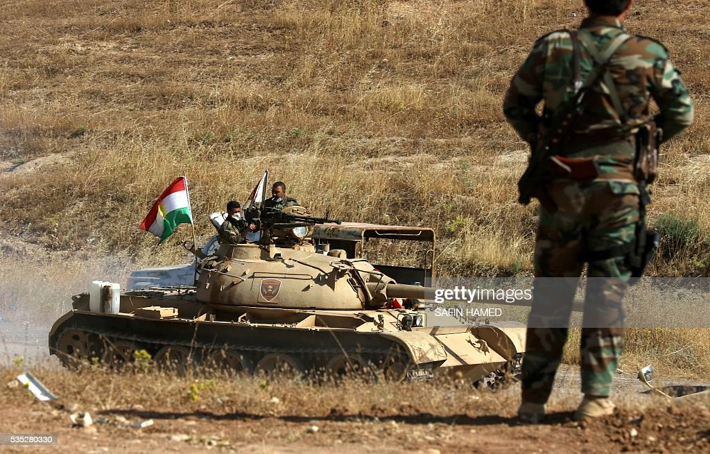 Iraqi Kurdish Peshmerga fighters hold a position on the front line near Hasan Sham village, some 45 kilometres east of the city of Mosul, during an operation aimed at retaking areas from the Islamic State group on May 29, 2016. The 'peshmerga-led ground offensive, backed by international coalition warplanes' started before dawn, the Kurdistan Region Security Council (KRSC) said. The fresh push against the jihadist organisation comes a week after Iraqi forces launched an operation against Fallujah, IS's only other major urban hub in Iraq. / AFP / SAFIN