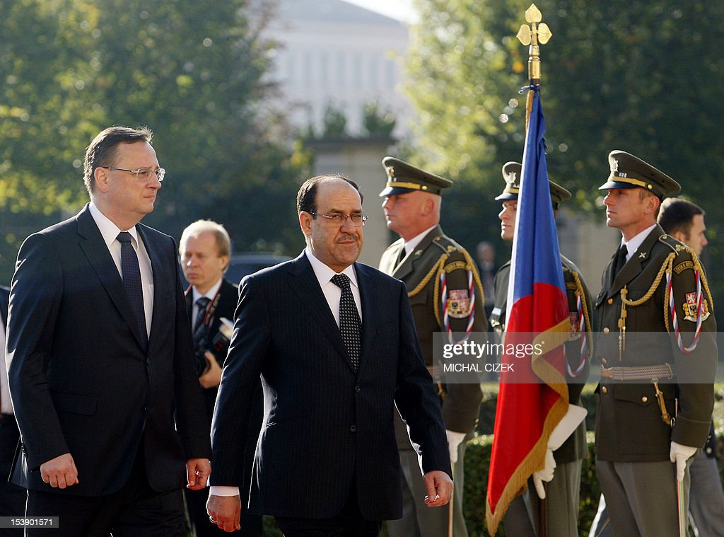 Iraqi Prime Minister Nouri al-Maliki (R) and Czech Prime Minister Petr Necas review a guard of honour during a welcoming ceremony at the government headquarter on October 11, 2012 in Prague. AFP PHOTO / MICHAL CIZEK