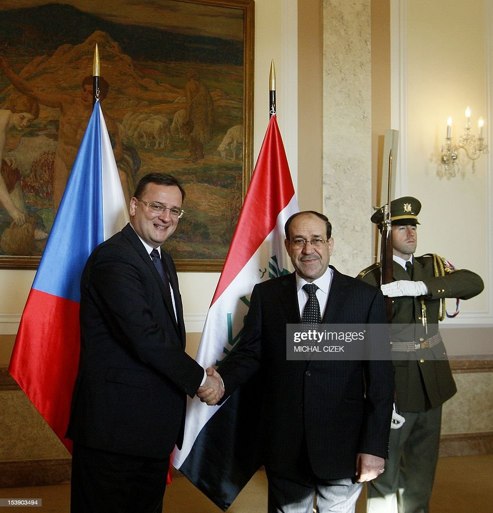 Iraqi Prime Minister Nouri al-Maliki (L) and Czech Prime Minister Petr Necas shake hands during a welcoming ceremony at the government headquarter on October 11, 2012 in Prague.