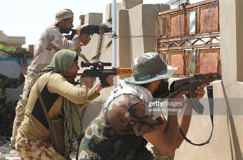 Iraqi pro-government fighters hold position in al-Shahabi village, east of Fallujah, on May 24, 2016, as part of a major assault to retake the city from Islamic State (IS) group. Iraqi forces cleared areas around Fallujah on May 24 after launching an assault to retake the city, tightening their siege on Islamic State group fighters. With the jihadists surrounded and outnumbered, the recapture of their iconic bastion looked ultimately inevitable, especially after IS suffered a string of losses in recent months. / AFP / AHMAD