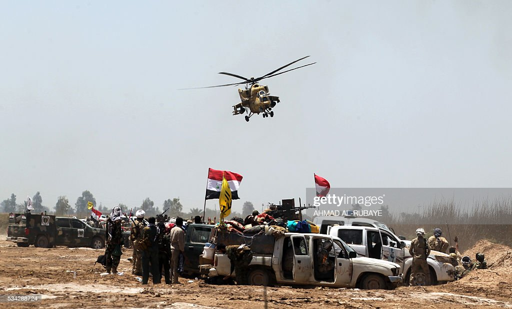 Iraqi pro-government forces gather near al-Sejar village, north-east of Fallujah, on May 25, 2016, as they take part in a major assault to retake the city from Islamic State (IS) group. Iraqi forces, consisting of special forces, soldiers, police, paramilitary-fighters and pro-government tribesmen, launched a major assault to retake Fallujah, the scene of deadly battles during the US occupation and one of the toughest targets yet in Baghdad's war on the Islamic State group. / AFP / AHMAD