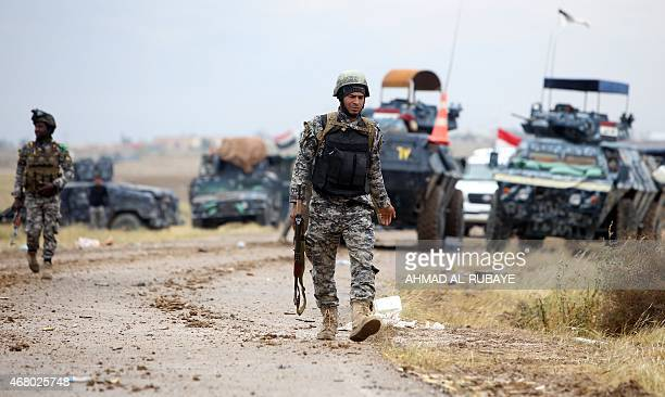 Iraqi security forces gather in the southern entrance of the city of Tikrit on March 29 2015 during a military operation to retake the northern Iraqi...