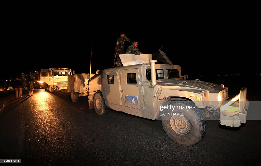 Iraqi army members drive armoured vehicles towards Makhmur, about 280 kilometres (175 miles) north of the capital Baghdad, on February 11, 2016. The Iraqi army is deploying thousands of soldiers to a northern base in preparation for operations to retake the Islamic State (IS) group's hub of Mosul, according to officials, as IS still holds Fallujah, east of Ramadi, and Mosul, Iraq's second city that is located in the north. / AFP / SAFIN HAMED