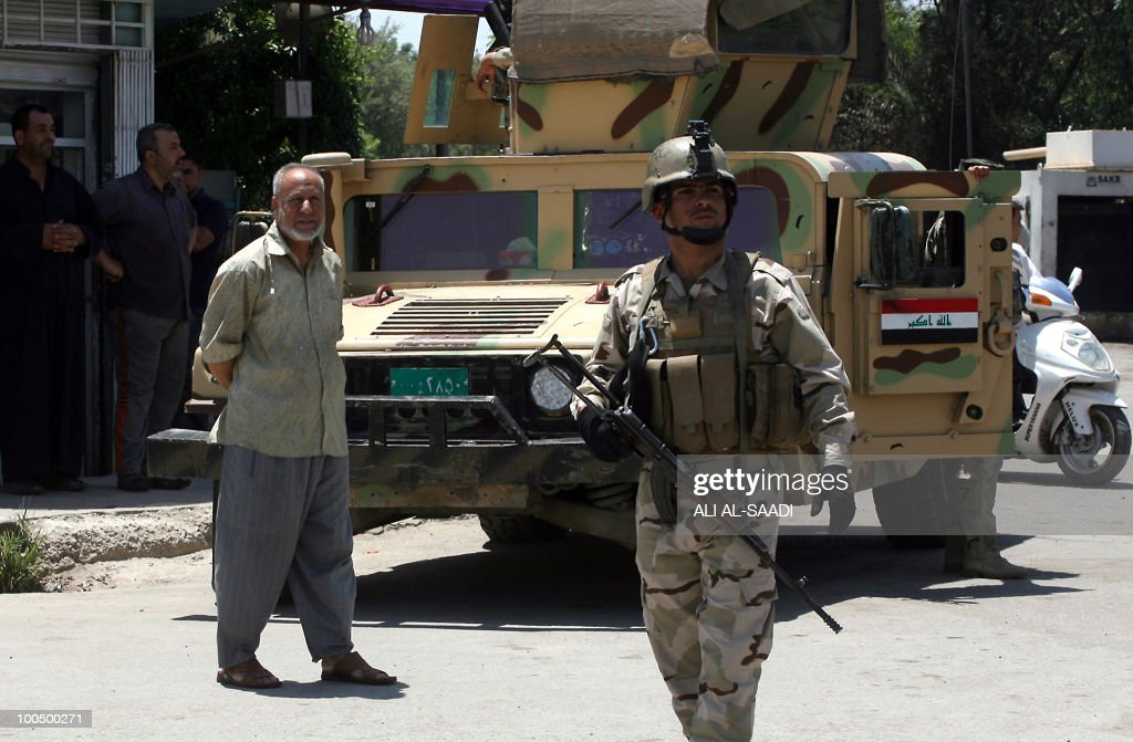 Iraqi soldiers secure an area in Baghdad on May 25, 2010. Gunmen swooped on Baghdad jewellers in a morning rampage, killing 14 people and bombing almost a dozen stores after robbing them, an interior ministry official said.