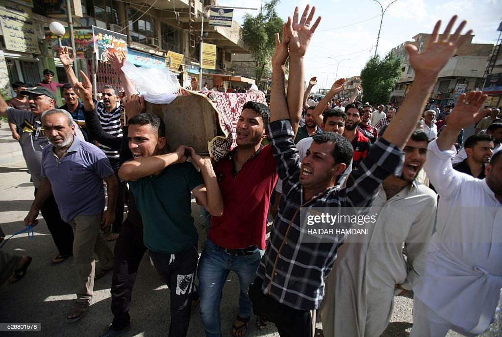 Iraqis carry the coffin of a man killed in a twin suicide bombing attack, claimed by the Islamic State (IS) group in the southern Iraqi city of Samawah, situated deep in Iraq's Shiite heartland, on May 1, 2016. HAMDANI