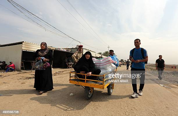 Iraqis feeling fighting between Iraqi government forces and Islamic State group militants in the city of Ramadi in Iraq's Anbar province arrive in...