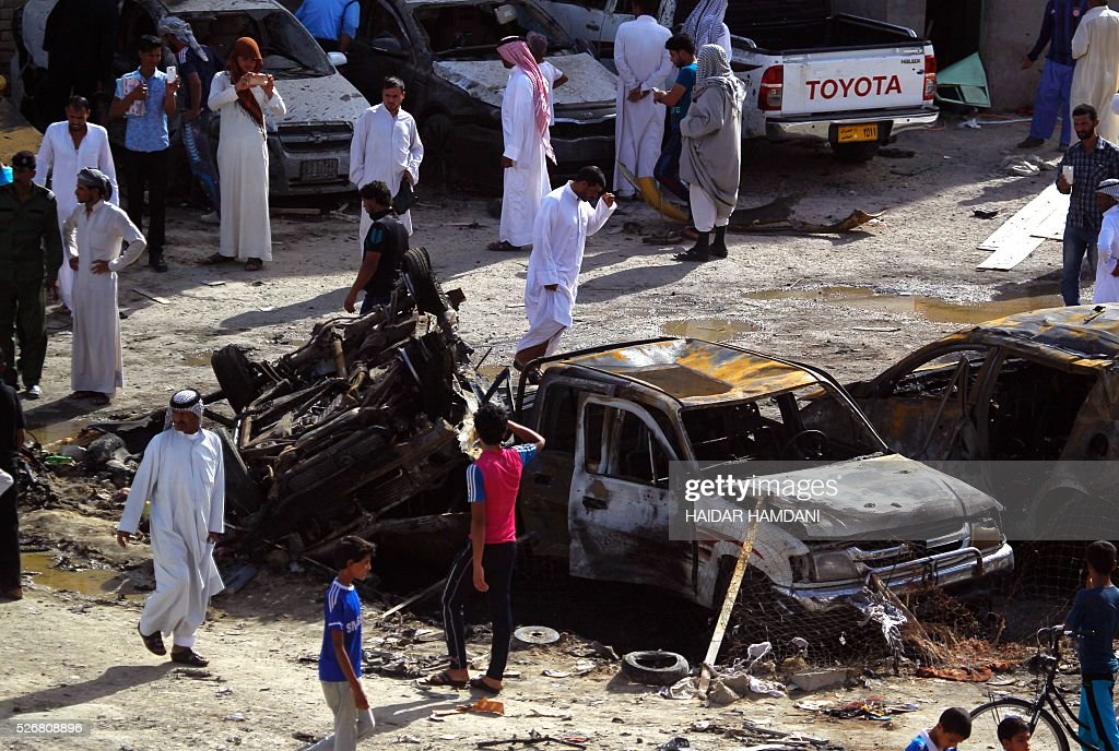 Iraqis look at the damage following a twin suicide bombing attack, claimed by the Islamic State (IS) group, in the southern Iraqi city of Samawah, situated deep in Iraq's Shiite heartland, on May 1, 2016. HAMDANI