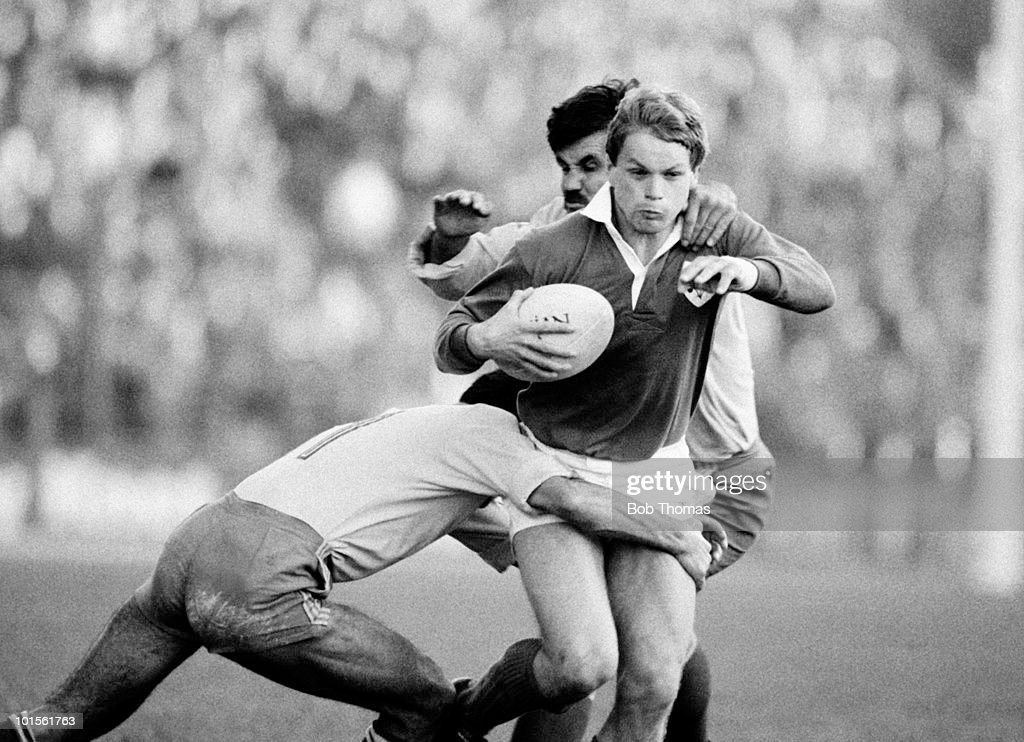 Ireland wing Trevor Ringland takes on the Romanian defence during their Rugby Union International match held at Lansdowne Road, Dublin on 1st November 1986. Ireland beat Romania 60-0. (Bob Thomas/Getty Images).