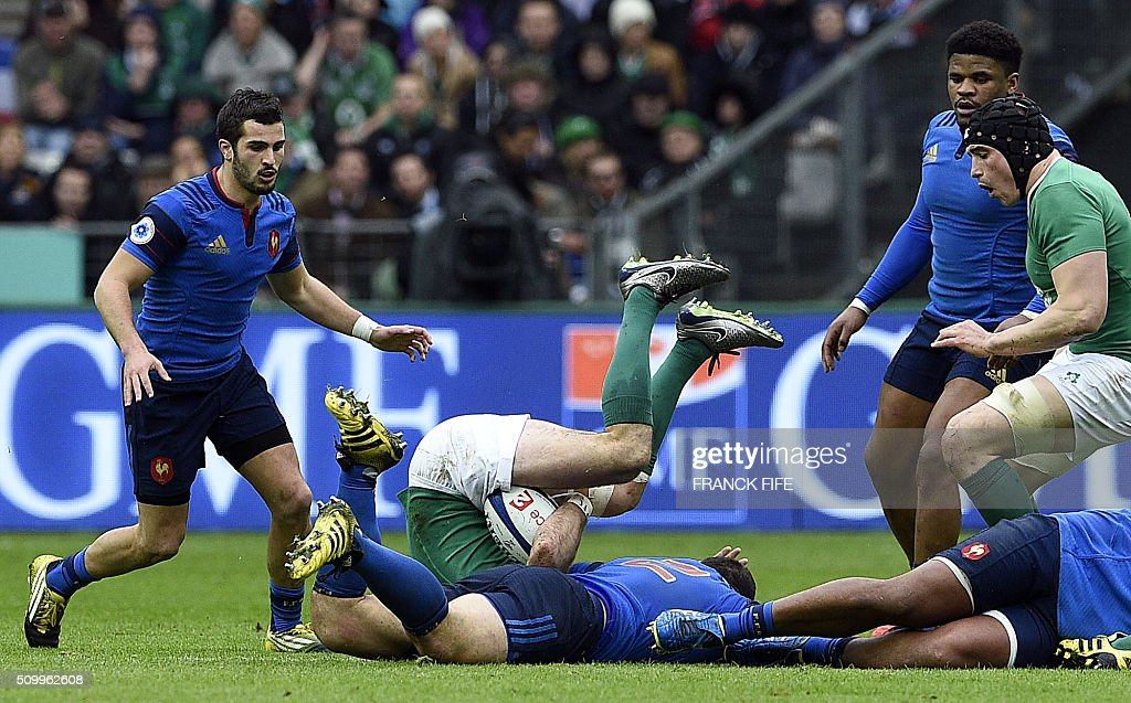 Ireland's centre Dave Kearney (C) is tackled by Frances hooker and captain Guilhem Guirado during the Six Nations international rugby union match between France and Ireland on February 13, 2016 at the Stade de France in Saint-Denis, north of Paris. AFP PHOTO / FRANCK FIFE / AFP / FRANCK FIFE
