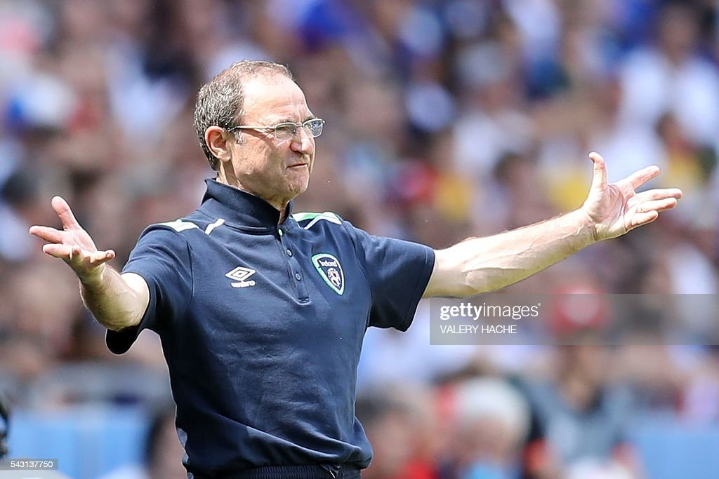 Ireland's coach Martin O'Neill gestures during the Euro 2016 round of 16 football match between France and Republic of Ireland at the Parc Olympique Lyonnais stadium in Décines-Charpieu, near Lyon, on June 26, 2016. / AFP / Valery HACHE