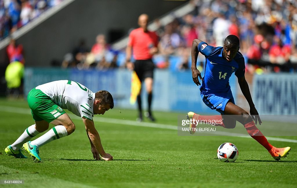 Ireland's defender Seamus Coleman (L) vies for the ball with France's midfielder Blaise Matuidi during the Euro 2016 round of 16 football match between France and Republic of Ireland at the Parc Olympique Lyonnais stadium in Decines-Charpieu, near Lyon, on June 26, 2016. / AFP / MARTIN