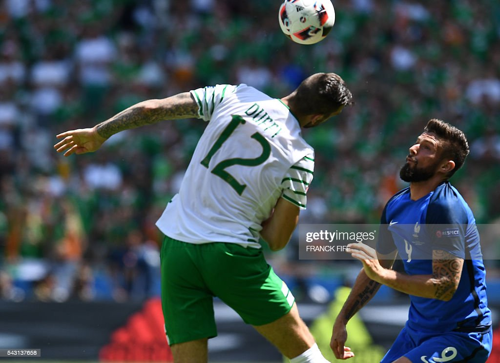 Ireland's defender Shane Duffy (L) and France's forward Olivier Giroud vie for the ball during the Euro 2016 round of 16 football match between France and Republic of Ireland at the Parc Olympique Lyonnais stadium in Décines-Charpieu, near Lyon, on June 26, 2016. / AFP / FRANCK