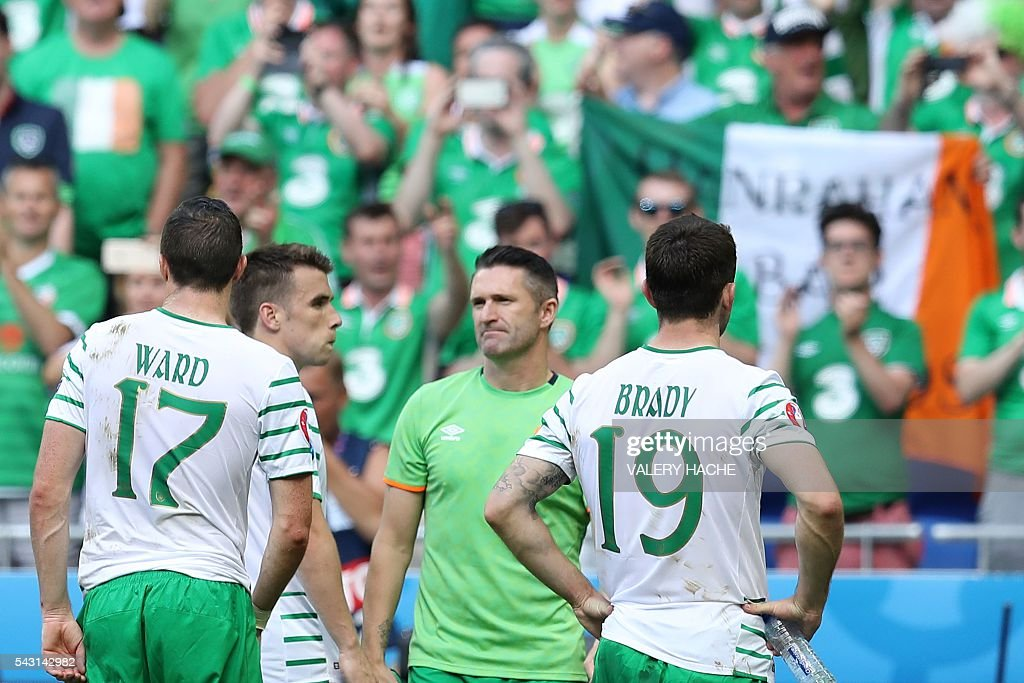 Ireland's defender Stephen Ward, Ireland's defender Seamus Coleman, Ireland's forward Robbie Keane and Ireland's midfielder Robert Brady react after the Euro 2016 round of 16 football match between France and Republic of Ireland at the Parc Olympique Lyonnais stadium in Décines-Charpieu, near Lyon, on June 26, 2016. France won the match 2-1. / AFP / Valery HACHE