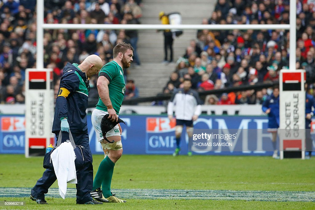 Ireland's flanker Sean O'Brien lies limps after a shock during the Six Nations international rugby union match between France and Ireland at the Stade de France Stadium in Saint-Denis, north of Paris, on February 13, 2016. AFP PHOTO / THOMAS SAMSO / AFP / THOMAS SAMSON