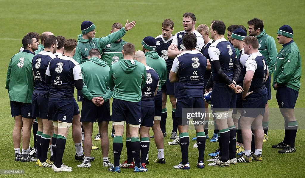 Ireland's fly half Jonathan Sexton (C) speaks to his teammates during a training session on February 12, 2016 at the Stade de France stadium in Saint-Denis, north of Paris, on the eve of their Rugby Union 6 Nations match against France. / AFP / FRANCK FIFE