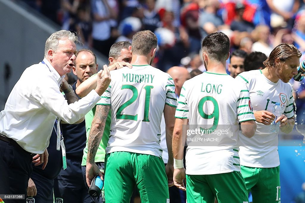 Ireland's forward Daryl Murphy, Ireland's forward Shane Long and Ireland's midfielder Jeffrey Hendrick stand on the sidelines during the Euro 2016 round of 16 football match between France and Republic of Ireland at the Parc Olympique Lyonnais stadium in Décines-Charpieu, near Lyon, on June 26, 2016. / AFP / Valery HACHE