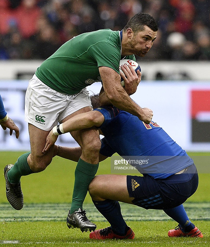 Ireland's full back Rob Kearney is tackled during the Six Nations international rugby union match between France and Ireland on February 13, 2016 at the Stade de France in Saint-Denis, north of Paris. AFP PHOTO / FRANCK FIFE / AFP / FRANCK FIFE