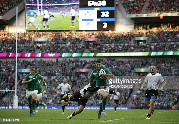 Ireland's fullback Rob Kearney runs to score his team's fifth try during a Pool D match of the 2015 Rugby World Cup between Ireland and Romania at...