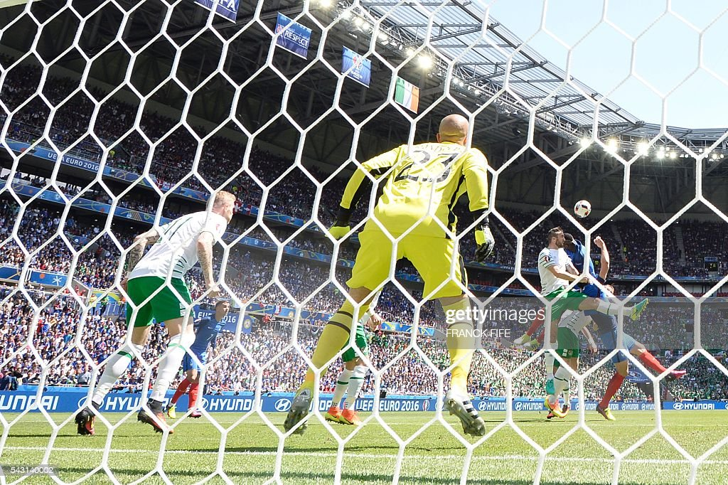 Ireland's goalkeeper Darren Randolph (C) prepares to save the ball during the Euro 2016 round of 16 football match between France and Republic of Ireland at the Parc Olympique Lyonnais stadium in Décines-Charpieu, near Lyon, on June 26, 2016. / AFP / FRANCK
