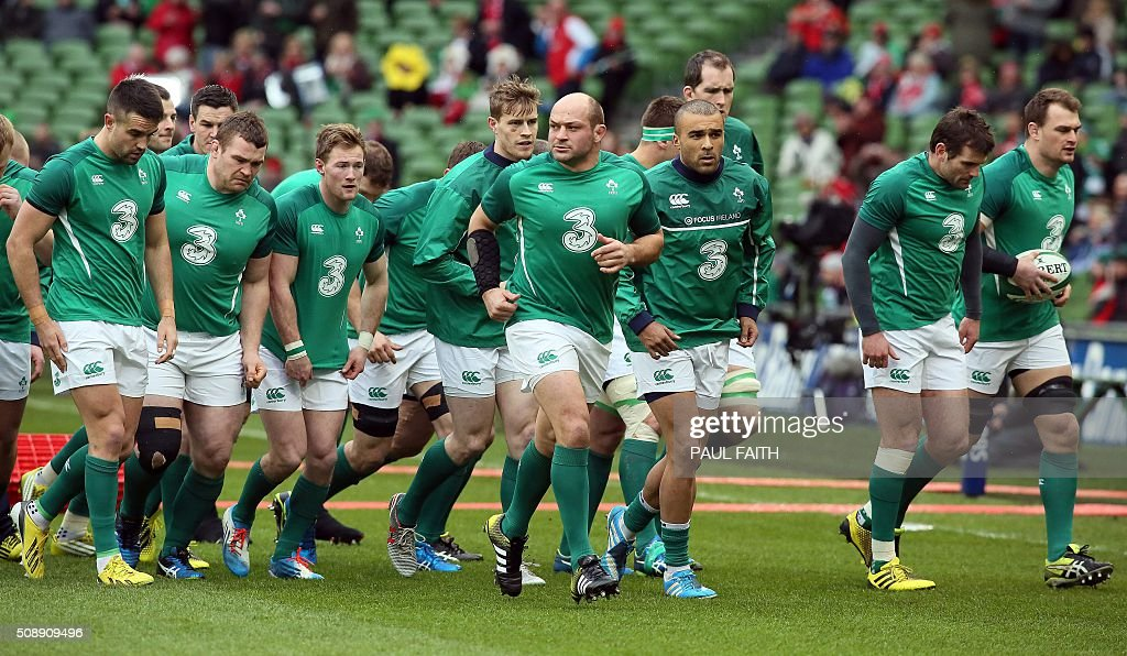 Ireland's hooker Rory Best (C) warms up with team mates ahead of the Six Nations international rugby union match between Ireland and Wales at the Aviva Stadium in Dublin, Ireland, on February 7, 2016. / AFP / PAUL FAITH