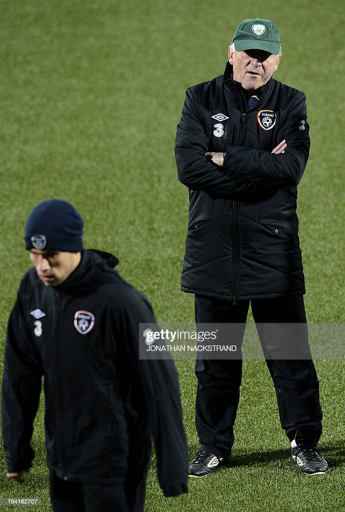 Ireland's Italian head coach Giovanni Trapattoni (R) oversees a training session on October 15, 2012, one day before the FIFA 2014 World Cup group C qualifying football match Faroe Islands vs Ireland at the Torsvollur stadium in Torshavn.