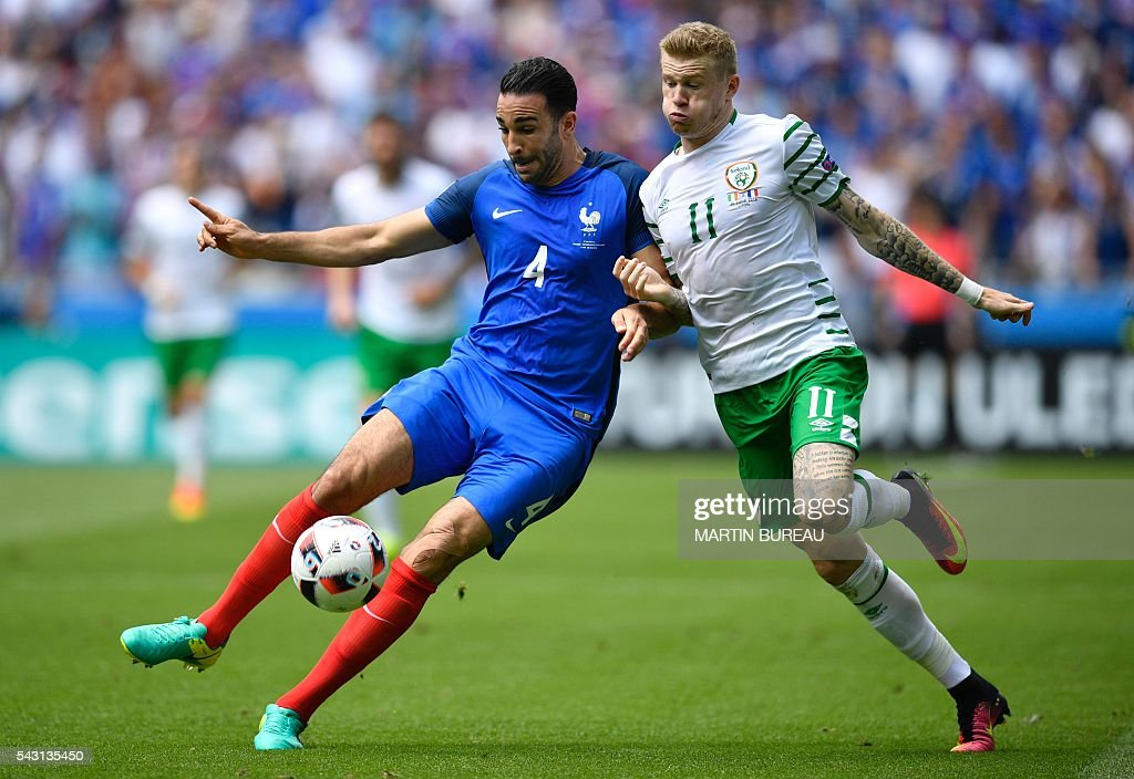 TOPSHOT - Ireland's midfielder James McClean (R) and France's defender Adil Rami vie for the ball during the Euro 2016 round of 16 football match between France and Republic of Ireland at the Parc Olympique Lyonnais stadium in Décines-Charpieu, near Lyon, on June 26, 2016. / AFP / MARTIN