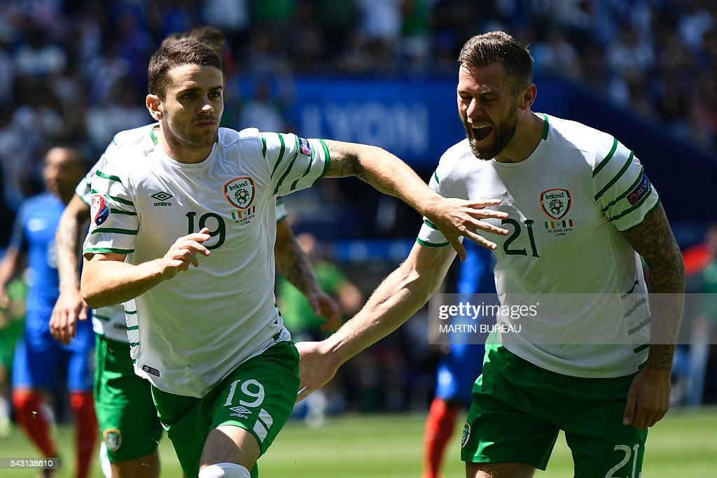 Ireland's midfielder Robert Brady (L) celebrates with Ireland's forward Daryl Murphy after scoring during the Euro 2016 round of 16 football match between France and Republic of Ireland at the Parc Olympique Lyonnais stadium in Décines-Charpieu, near Lyon, on June 26, 2016. / AFP / MARTIN
