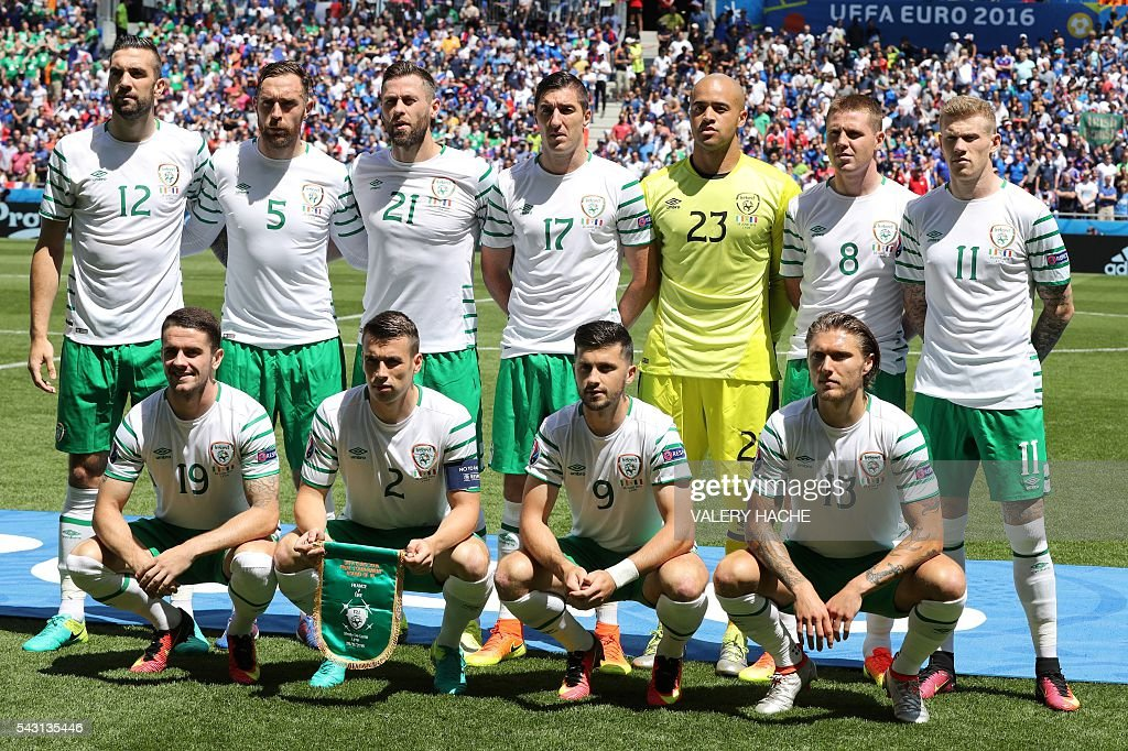 Ireland's midfielder Robert Brady, Ireland's defender Seamus Coleman, Ireland's forward Shane Long and Ireland's midfielder Jeffrey Hendrick and (back row, LtoR) Ireland's defender Shane Duffy, Ireland's defender Richard Keogh, Ireland's forward Daryl Murphy, Ireland's defender Stephen Ward, Ireland's goalkeeper Darren Randolph, Ireland's midfielder James McCarthy and Ireland's midfielder James McClean pose for a team photo ahead the Euro 2016 round of 16 football match between France and Republic of Ireland at the Parc Olympique Lyonnais stadium in Décines-Charpieu, near Lyon, on June 26, 2016. / AFP / Valery HACHE