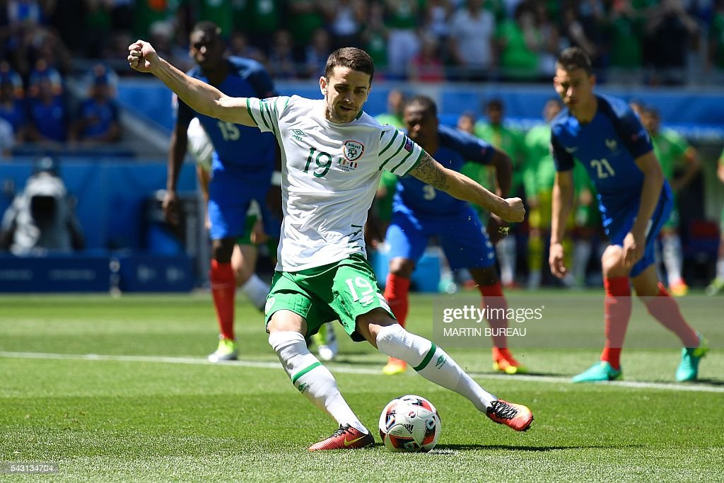 Ireland's midfielder Robert Brady shoots to score during the Euro 2016 round of 16 football match between France and Republic of Ireland at the Parc Olympique Lyonnais stadium in Décines-Charpieu, near Lyon, on June 26, 2016. / AFP / MARTIN
