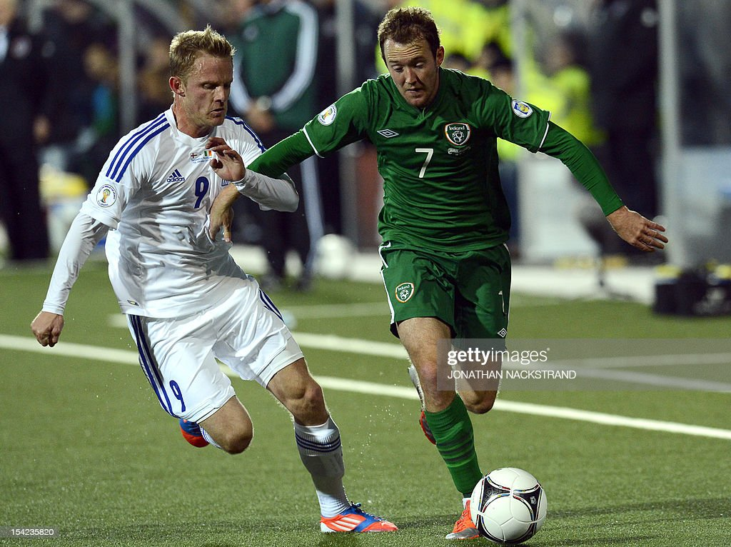 Ireland's national football player Aiden McGeady (R) vies with Faroe Islands's Daniel Udsen during the FIFA 2014 World Cup group C qualifying football match Faroe Islands vs Ireland at the Torsvollur stadium in Torshavn on October 16, 2012.