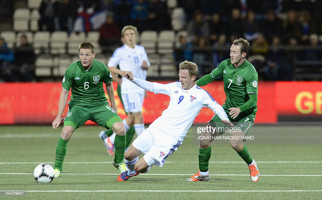 Ireland's national football players James McCarthy (L) and Aiden McGeady (R) vie with Faroe Islands' Daniel Udsen during the FIFA 2014 World Cup group C qualifying football match Faroe Islands-Ireland on October 16, 2012 at the Torsvollur stadium in Torshavn on the Faroe Islands. NACKSTRAND