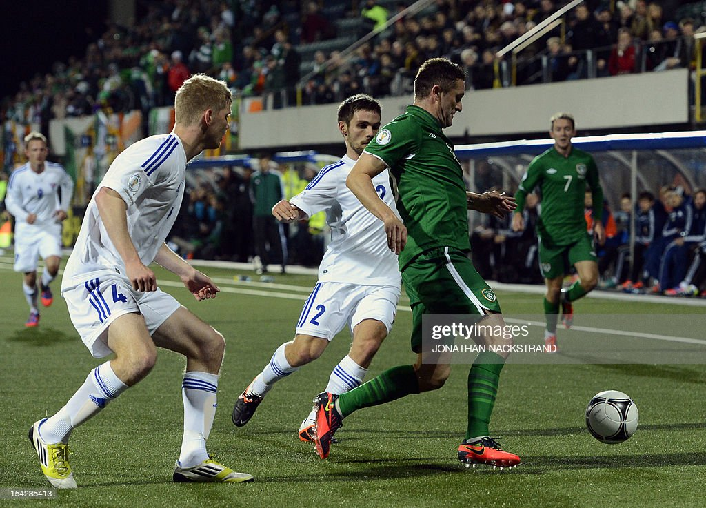 Ireland's national team captain Robbie Keane (2ndR) vies with Faroe Islands's Jonas Naes (C) and Odmar Faero during the FIFA 2014 World Cup group C qualifying football match Faroe Islands vs Ireland at the Torsvollur stadium in Torshavn on October 16, 2012.