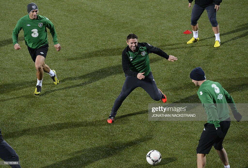 Ireland's national team football players captain Robbie Keane (C) and his teammates take part in a training session on October 15, 2012, one day before the FIFA 2014 World Cup group C qualifying football match Faroe Islands vs Ireland at the Torsvollur stadium in Torshavn.