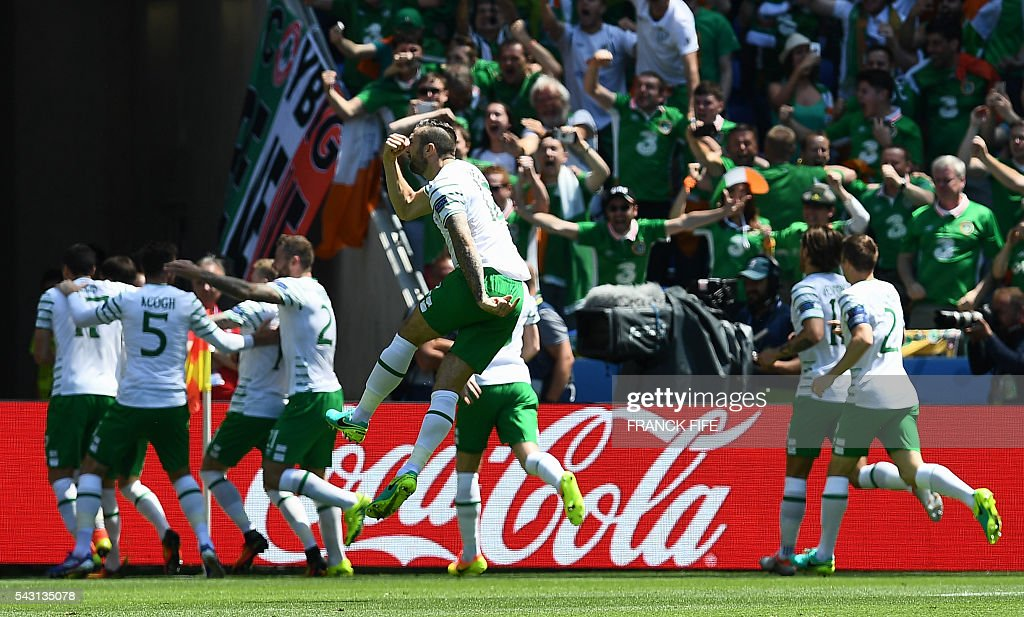 Ireland's players celebrate after scoring during the Euro 2016 round of 16 football match between France and Republic of Ireland at the Parc Olympique Lyonnais stadium in Décines-Charpieu, near Lyon, on June 26, 2016. / AFP / FRANCK