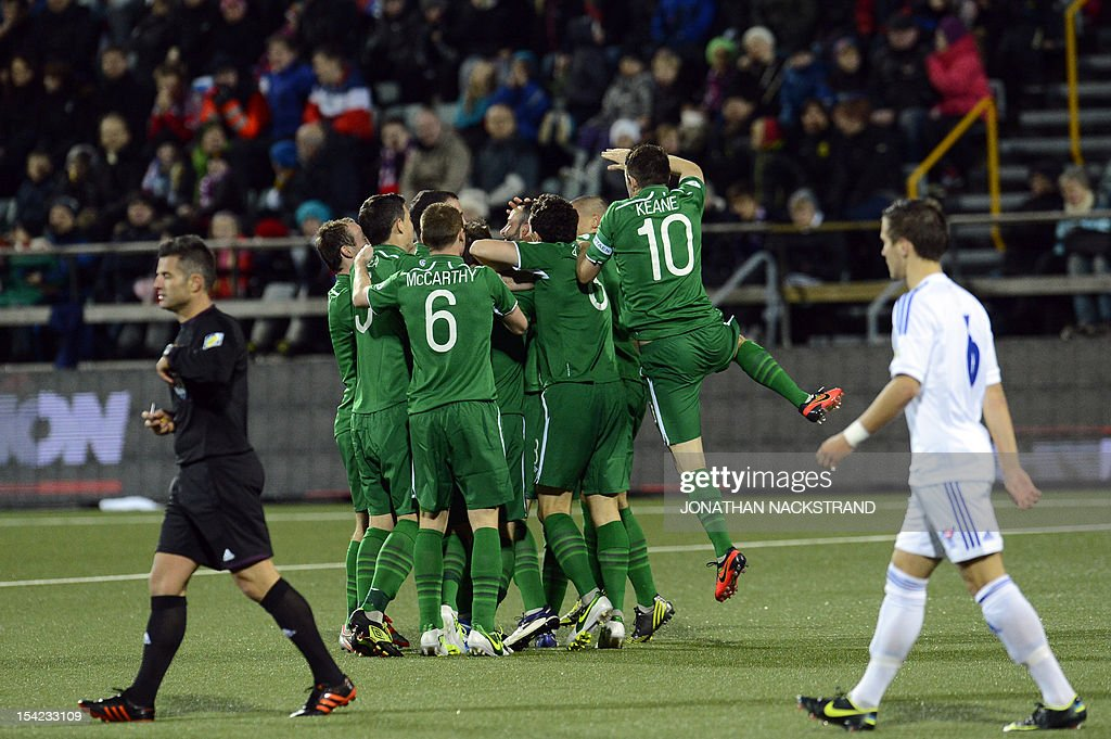 Ireland's players celebrate after their striker Jonathan Walters scored during the FIFA 2014 World Cup group C qualifying football match Faroe Islands vs Ireland at the Torsvollur stadium in Torshavn on October 16, 2012. AFP PHOTO / JONATHAN NACKSTRAND